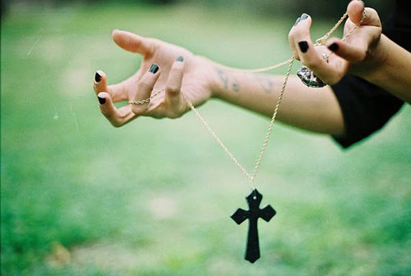 1-crucifixos-tendencia-de-moda-moda-verao-2013