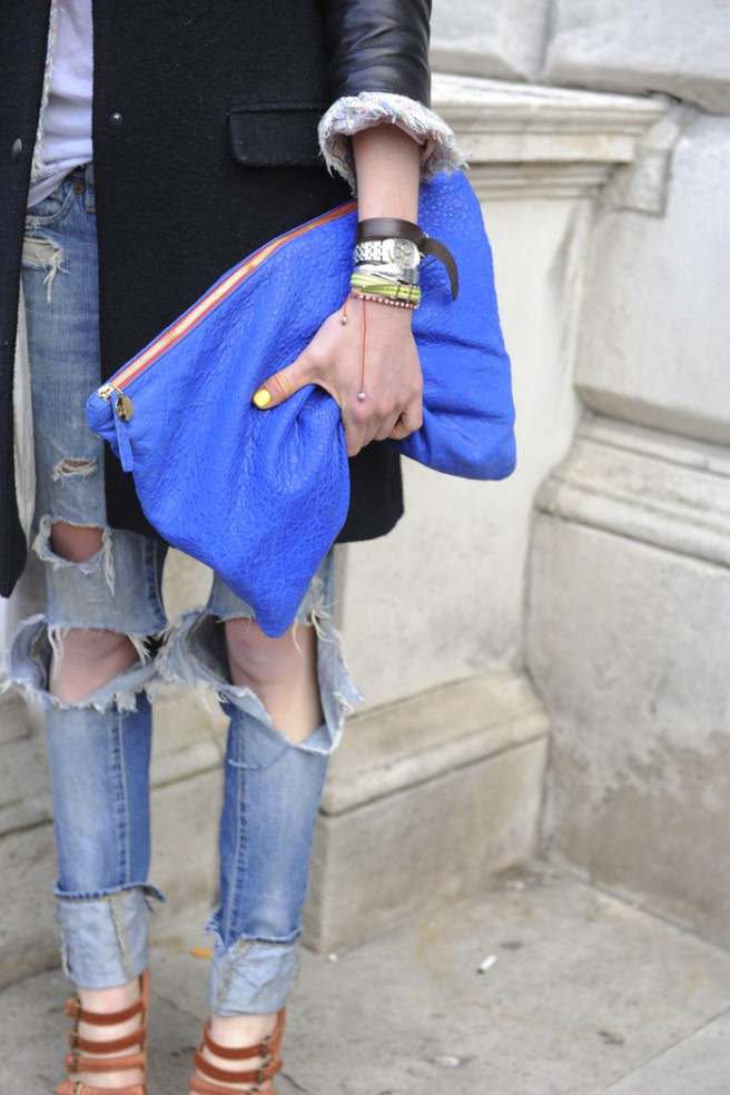 la-modella-mafia-model-street-style-blue-clutch-1