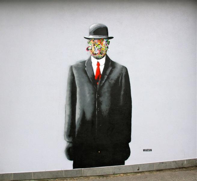 Amo esse! É uma releitura da obra de René Magritte <3