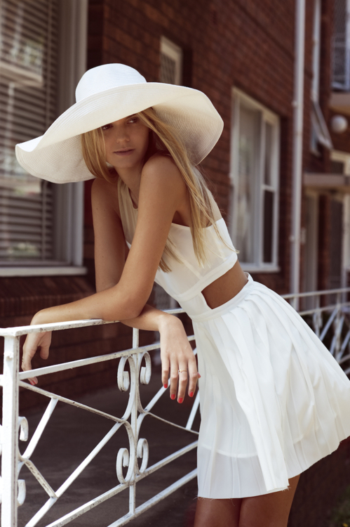 straw-hat-street-style-fashion-white-dress-009